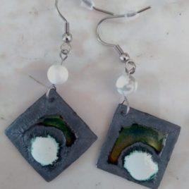 Boucles d'oreilles pendantes en émail et pierre fine